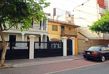 Casa en venta Calle General Recavarren 534, Miraflores, Peru